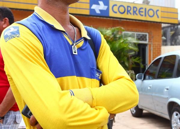 Bolsonaro cede e governo deve privatizar Correios, diz fonte