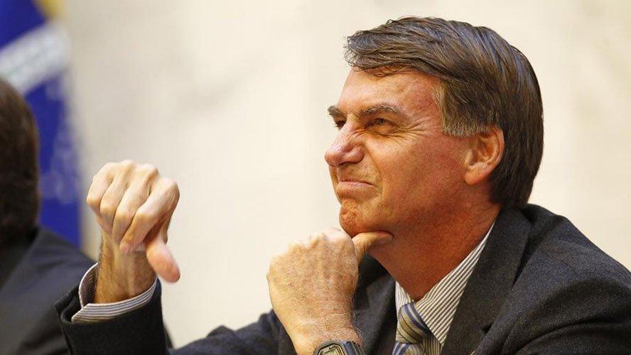Bolsonaro diz que imprensa vive de desinformar e deturpar