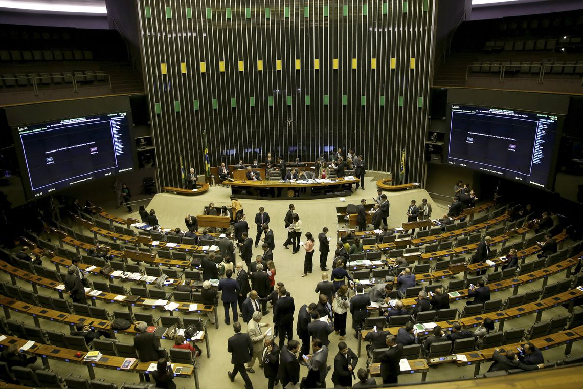 Líderes do centrão articulam com oposição para convocar ministros de Bolsonaro