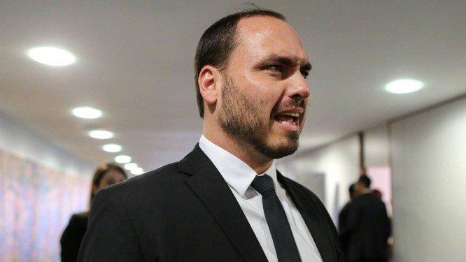 Bolsonaro decide afastar seu filho Carlos das questões do governo