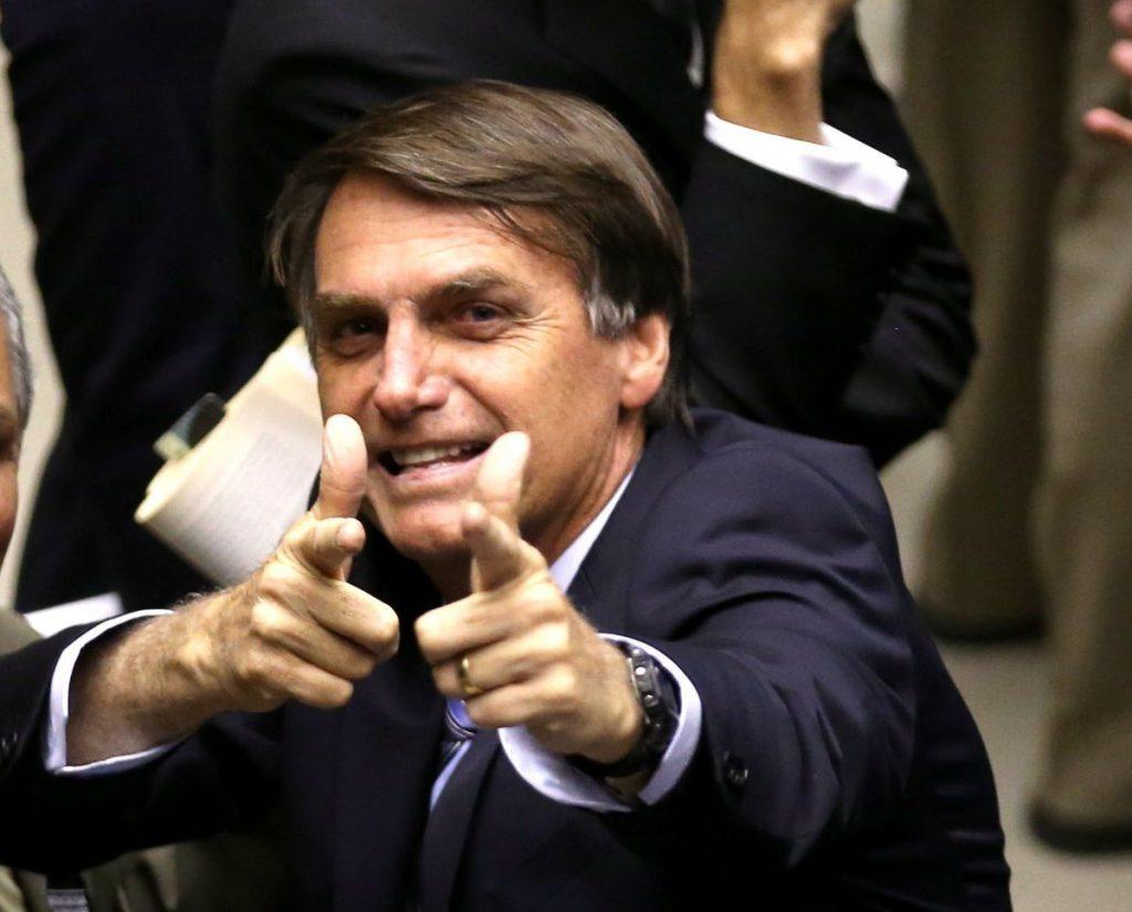 Jair Bolsonaro – Presidente assinou decreto nesta terça que facilita posse de arma por brasileiros