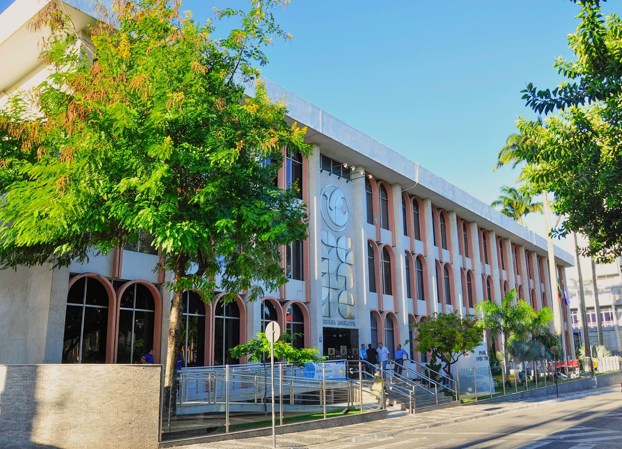 Mesmo sem ter uma vaga confirmada para o Tribunal de Contas do Estado (TCE) nos próximos meses, vários deputados só pensam naquilo…