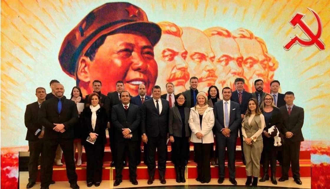 Bancada do PSL não posou em frente a ícones do comunismo na China