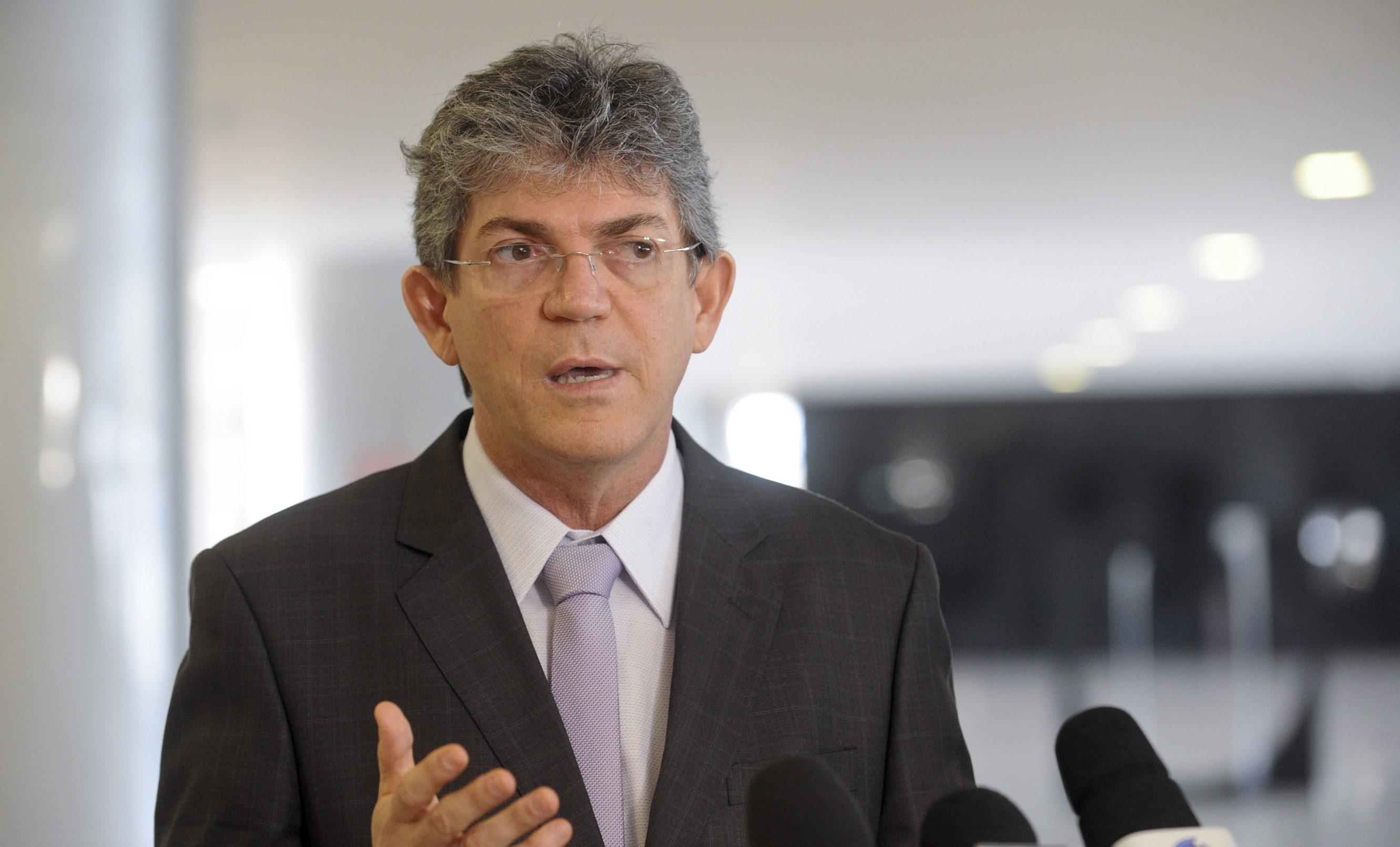 O ex-governador Ricardo Coutinho (PSB) sempre se queixou do clima de Brasília. Para quem não sabe, o maior líder do PSB sequer dormia na Capital Federal…