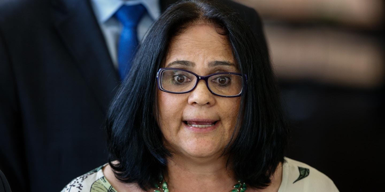 Texto falso afirma que ministra Damares irá revogar a Lei Maria da Penha