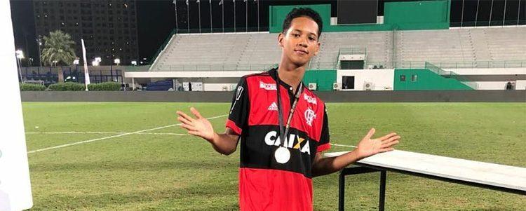 """""""Foi muito rápido. Não deu pra conseguir chamar quase ninguém"""" (Samuel Barbosa, sobrevivente de incêndio no CT do Flamengo)"""