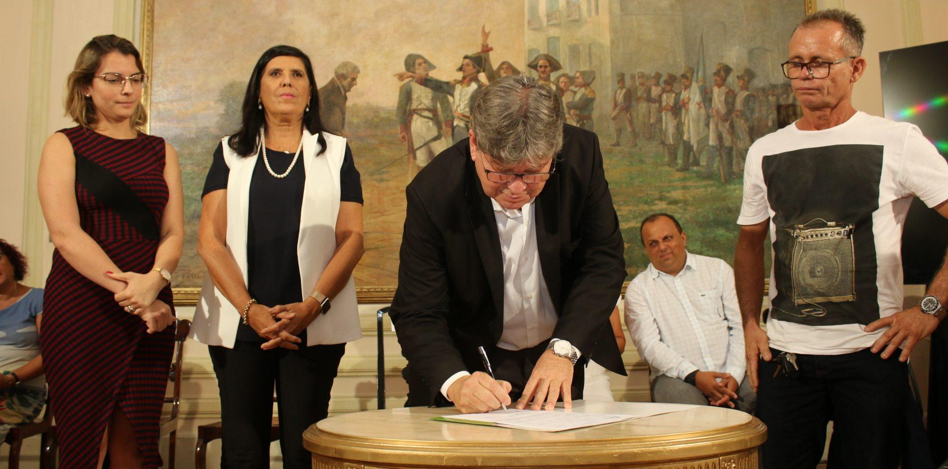 João Azevêdo libera mais de R$ 465 mil em créditos do Empreender