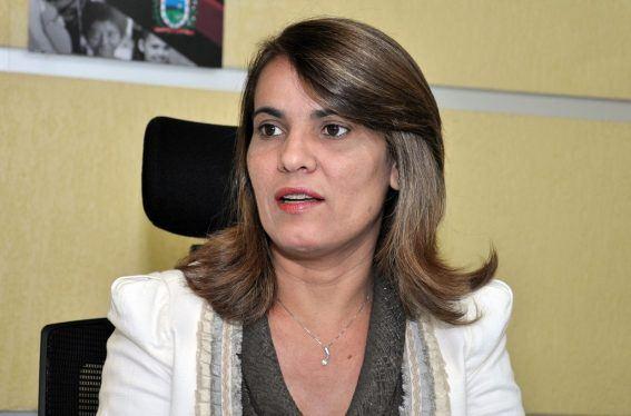 A secretária de Administração do Estado, Livânia Farias, passou o dia ontem em Brasília acompanhada de vários advogados. Na volta, pegou o mesmo voo de Ricardo Coutinho…