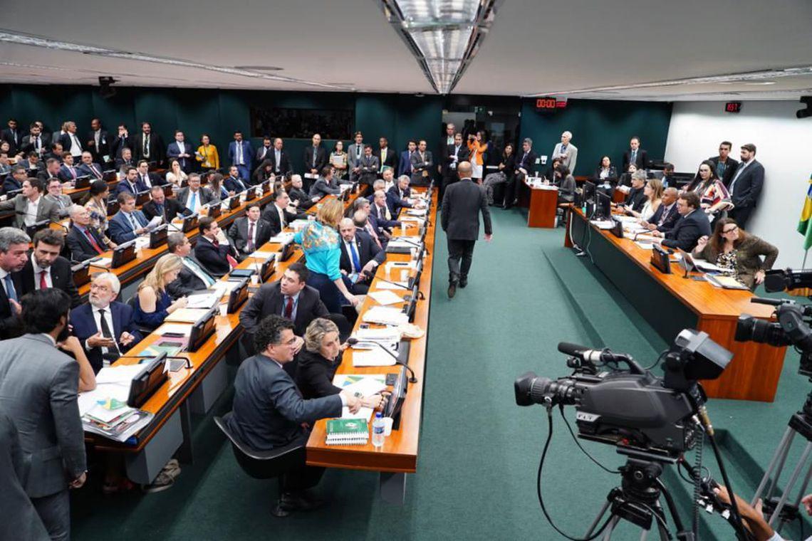 Adiamento da votação da reforma da Previdência na CCJ acende sinal amarelo no governo