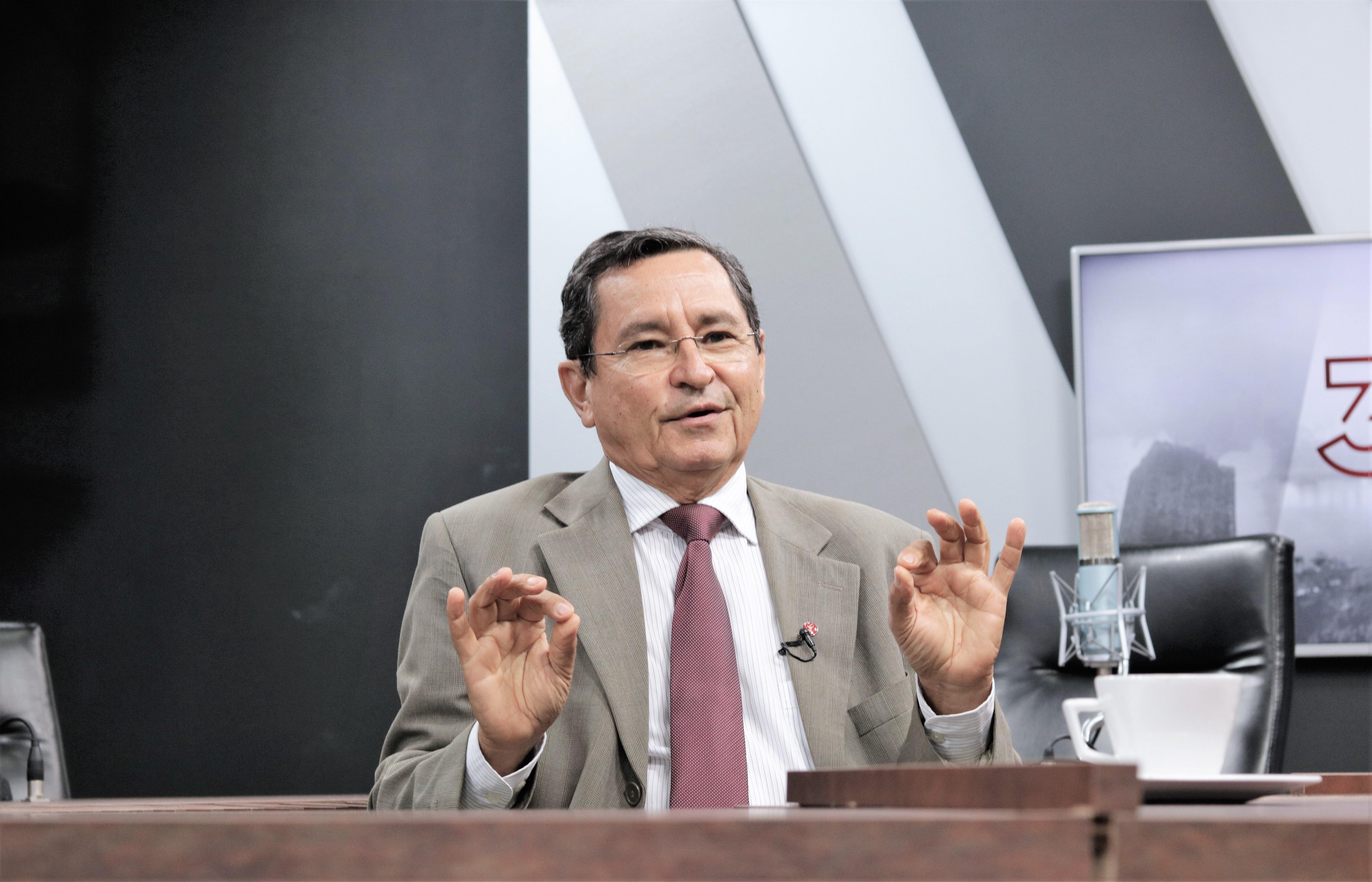 """Anísio Maia garante que paz foi selada entre João Azevêdo e o G10: """"Problemas zero"""""""
