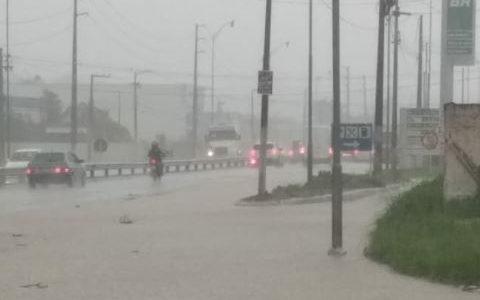 Chuvas intensas alagam trechos e causam transtornos na Paraíba