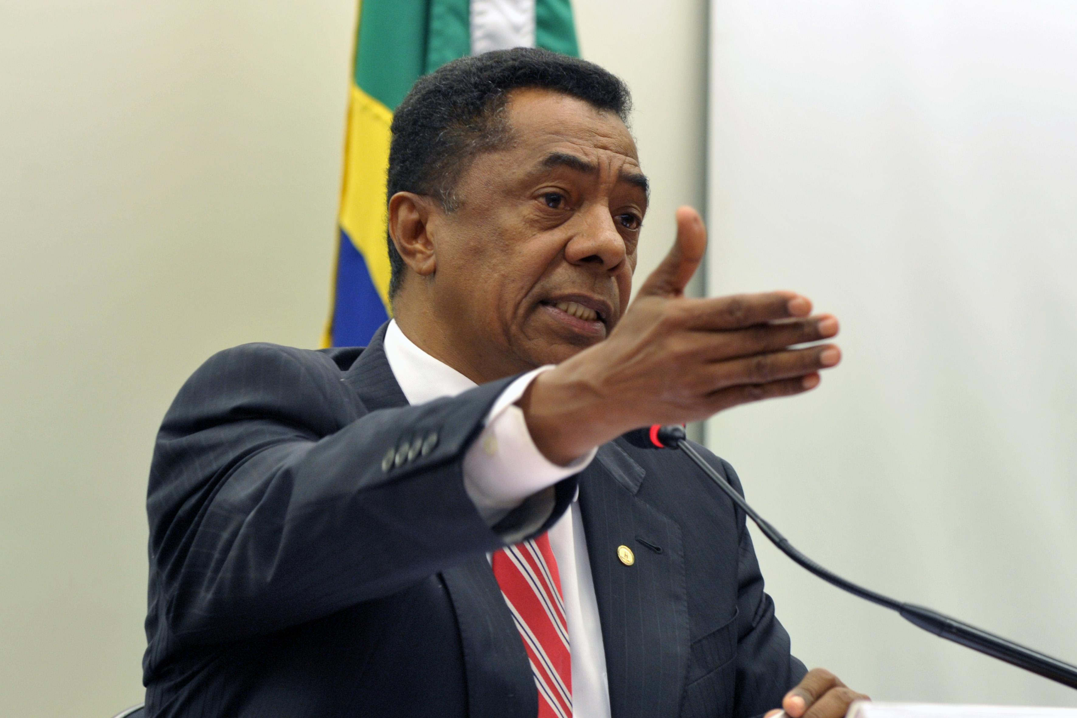 Com todo respeito ao Dr. Damião Feliciano, e ainda mais ao seu filho Gustavo, mas achar que o deputado pode unir as oposições em Campina Grande, disputando…