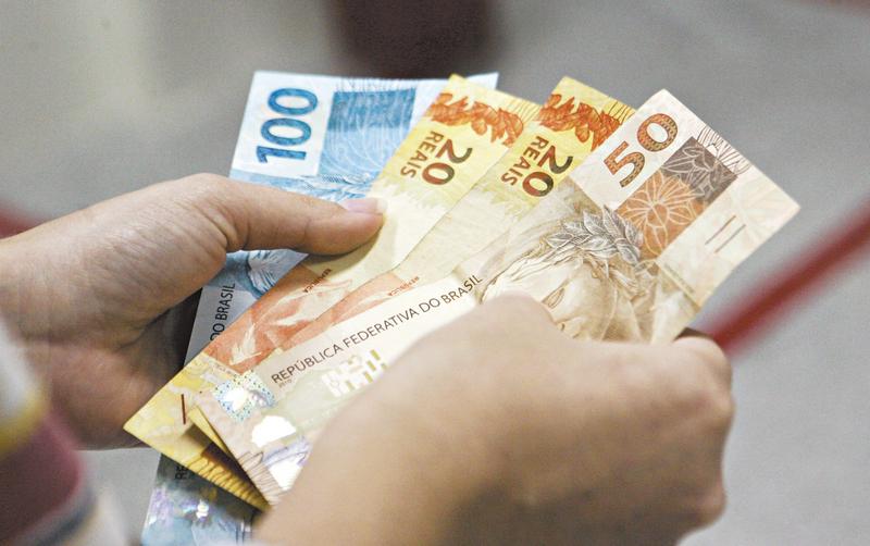 Cartaxo sanciona projeto de lei e suspende pagamento de empréstimos consignados