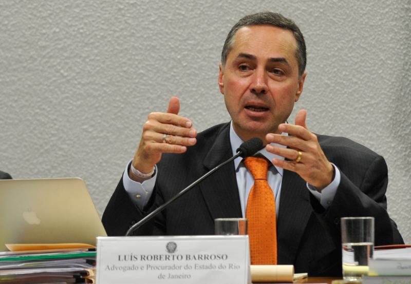 Em pronunciamento, presidente do TSE pede cuidado com pandemia e fake news