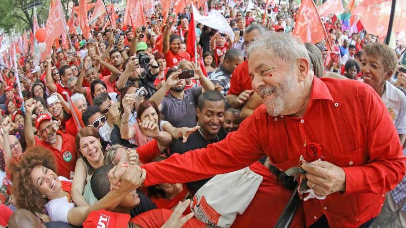 O ex-presidente Lula deve deixar a qualquer momento a sede da Polícia Federal em Curitiba. Pelo menos foi esse o comunicado do Juiz Danilo Pereira Jr. à própria Federal para ir organizando o aparato.
