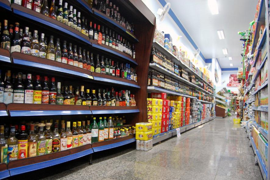 Venda de bebidas alcóolicas está liberada em João Pessoa após as 16h, mas sem consumo no local