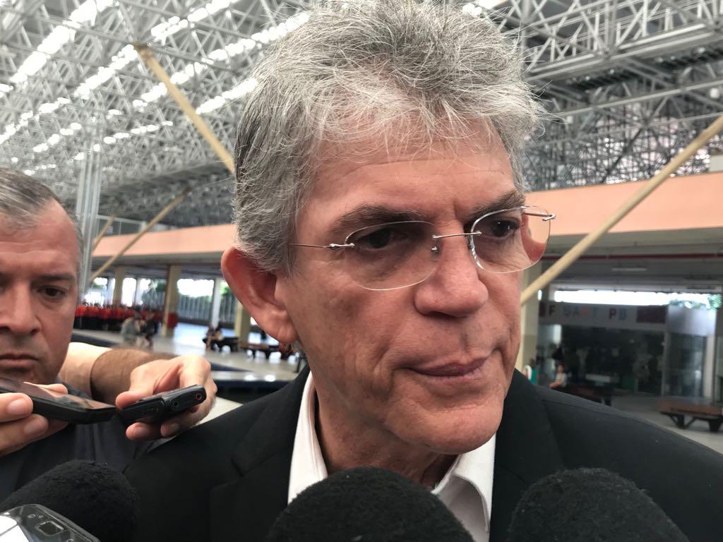 Livânia diz que Coriolano deu 'golpe' em propina que era para RC