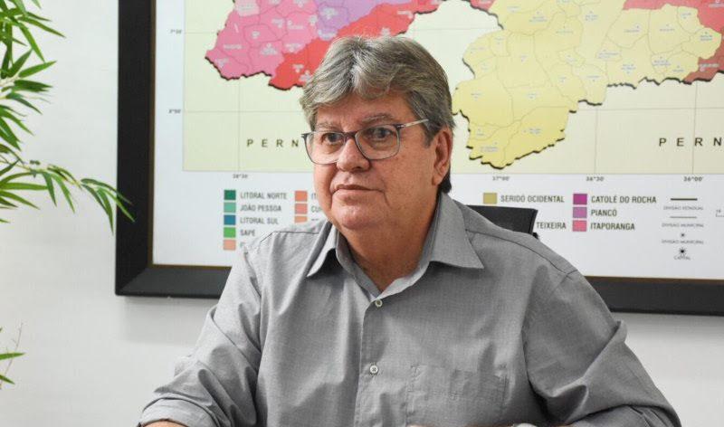 Em meio à crise no PSB, João Azevêdo se reúne com partidos aliados