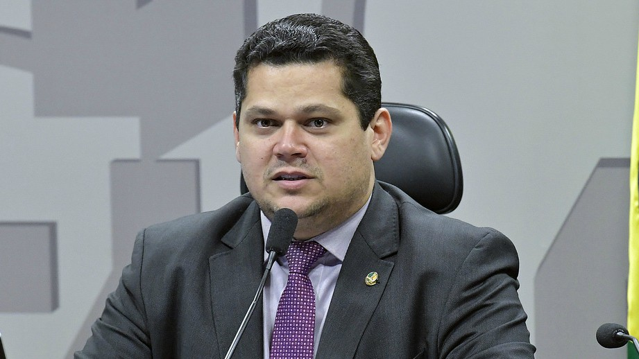 Alcolumbre quer estados e municípios na reforma por PEC paralela