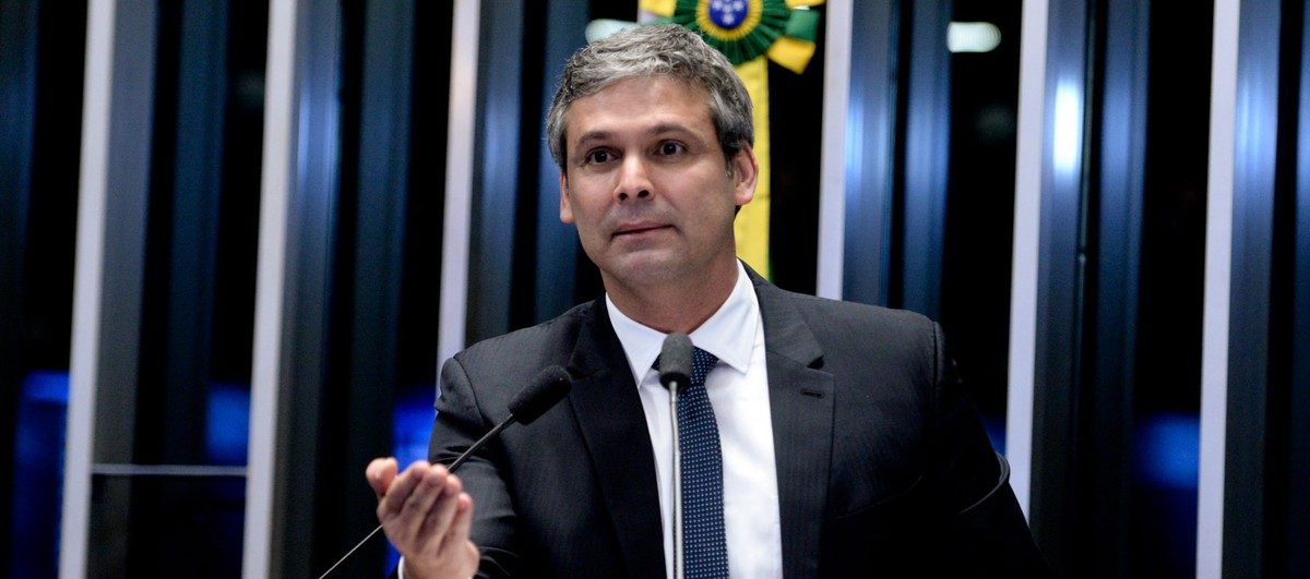 Fake: Lindbergh Farias é flagrado comprando drogas em morro do Rio de Janeiro