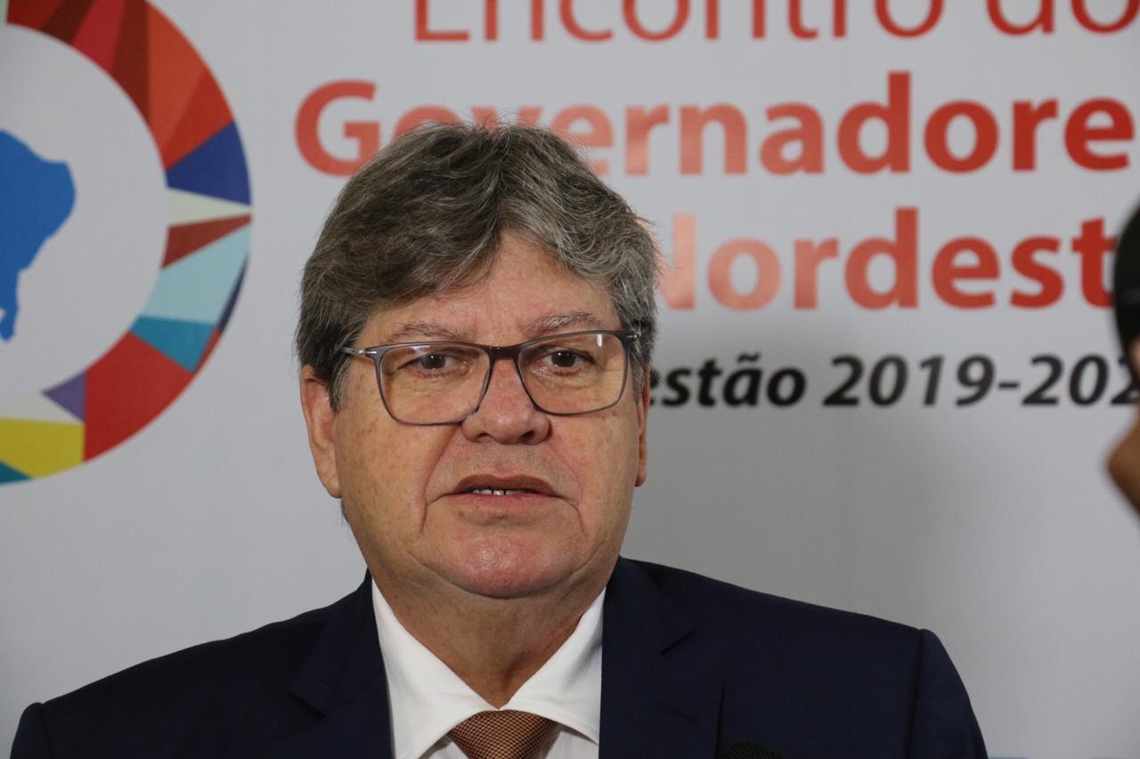 Bolsonaro ataca João Azevêdo e governador reage: 'Fere os princípios básicos das relações institucionais'