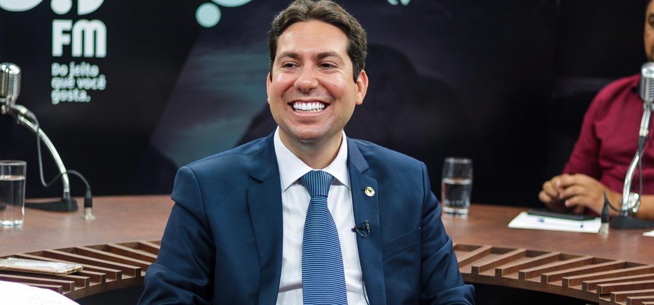 Quem roubou a cena esta semana na Casa de Epitácio Pessoa foi o deputado estadual Felipe Leitão do DEM. Não só lá, como nos veículos de comunicação.