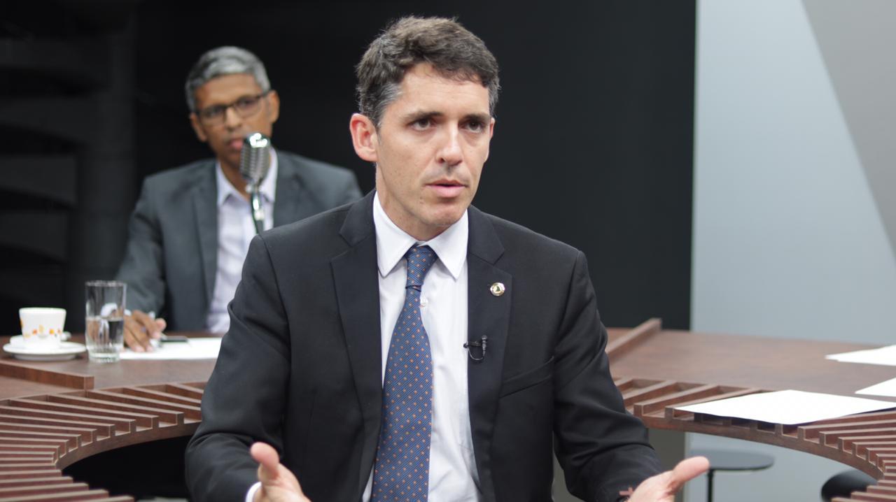 Sinais. A nomeação do deputado Tovar Correia Lima para um cargo estratégico na gestão do prefeito Romero Rodrigues é uma forte sinalização para sucessão do ano que vem. Só enxerga quem não quer.