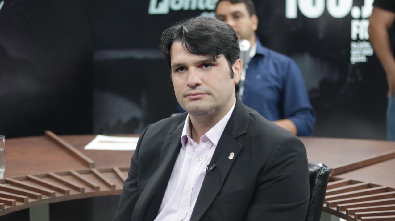 Leo Bezerra entrega liderança do PSB na Câmara de João Pessoa