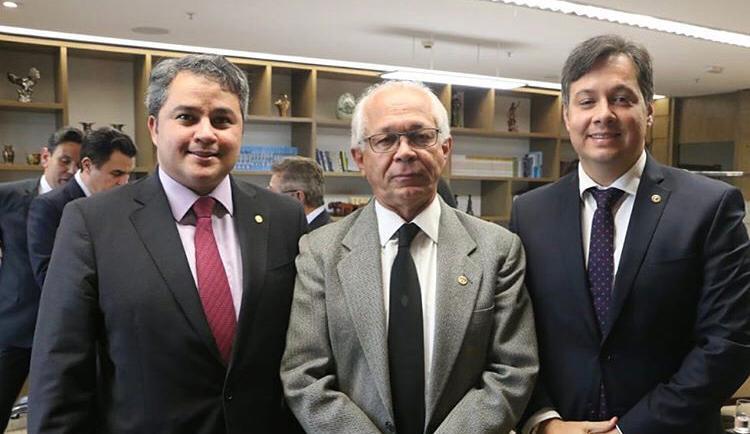 """Na semana passada, o atuante deputado estadual Júnior Araújo foi a Brasília """"lutar"""" para sensibilizar o presidente do Tribunal de Justiça do Trabalho, ministro João Batista Brito, a não…"""