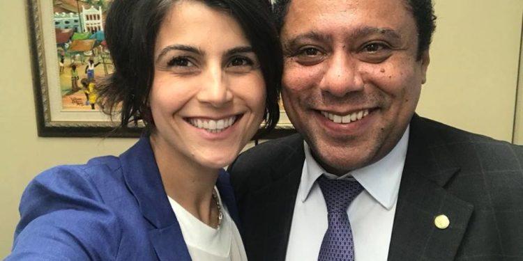 Manuela D'Ávila cria lei do poliamor que libera casamento entre pais e filhos