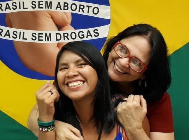 Indígena filha da ministra Damares acompanha Bolsonaro à ONU