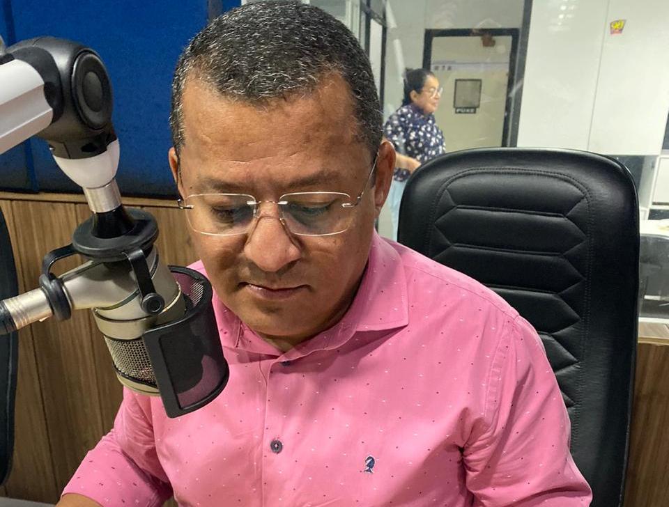 Maranhão não combinou. O Senador José Maranhão definiu o nome que quer para disputar a prefeitura de João Pessoa: é o comunicador Nilvan Ferreira. Só faltou ele combinar com os russos. Se pudesse dar um recado a Julian Lemos seria: cuide bem do filho de Neco da NPR.