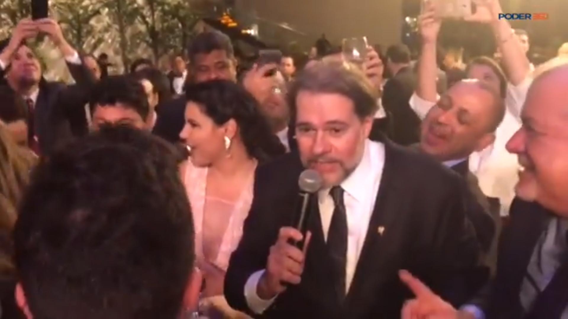 Fake: Dias Toffoli é flagrado embriagado comemorando soltura de Lula