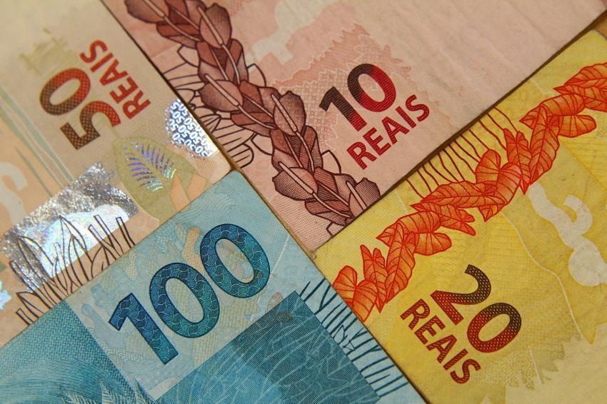 Fake: Governo oferece bônus de R$ 350 do Bolsa Escola para quem tem Bolsa Família