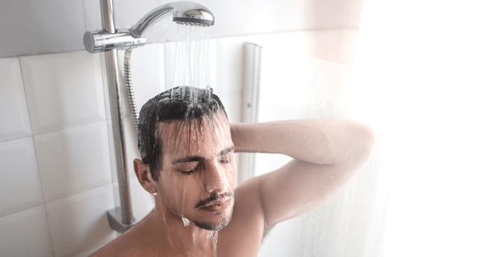 Fake: iniciar banho pela cabeça causa AVC