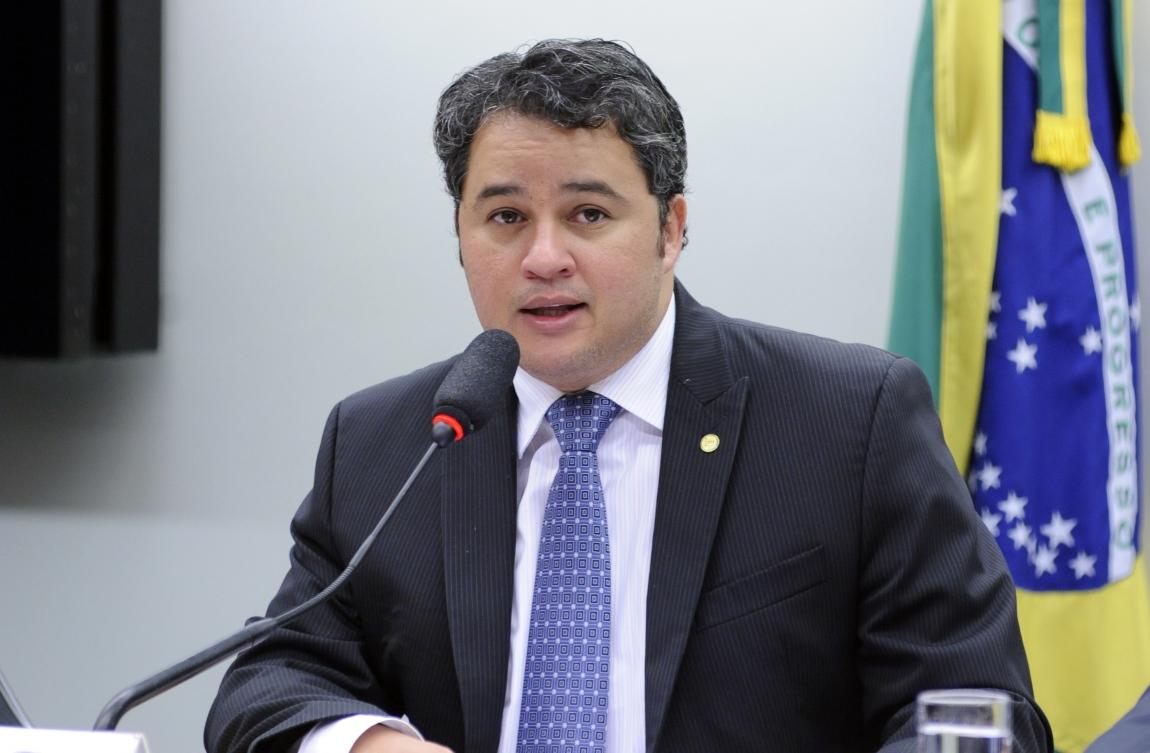 Efraim Filho emite Nota de Pesar pela morte do ex-prefeito de São Mamede, Joácio Morais