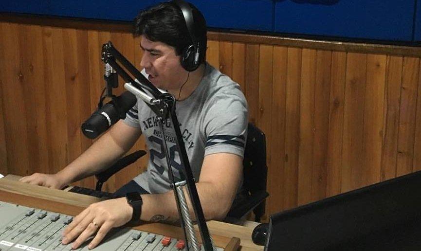 Exclusivo. Já disse várias vezes que minha terra, Cajazeiras, é diferente. Amanhã, o comunicador Helton Moreira, que apresenta o Manhã Mais na Mais FM 97,7, trará um furo nacional que vai abalar o mercado de música no Brasil.