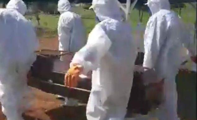 Corpo de enfermeiro paraibano é enterrado às pressas e com caixão lacrado
