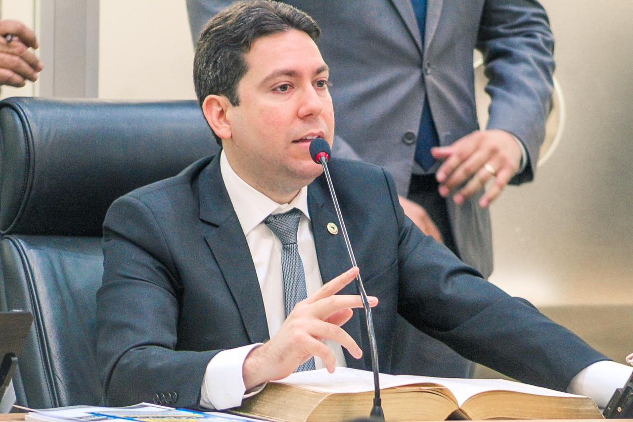 Fonte 83 - Política, opinião e notícias de peso no seu dia-a-dia.   O  jornalista paraibano Fabiano Gomes publica em seu blog as principais  notícias, opiniões e comentários sobre a política, economia