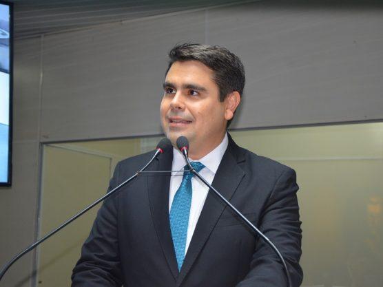 Bolsonaro reconduz juiz substituto do TRE-PB