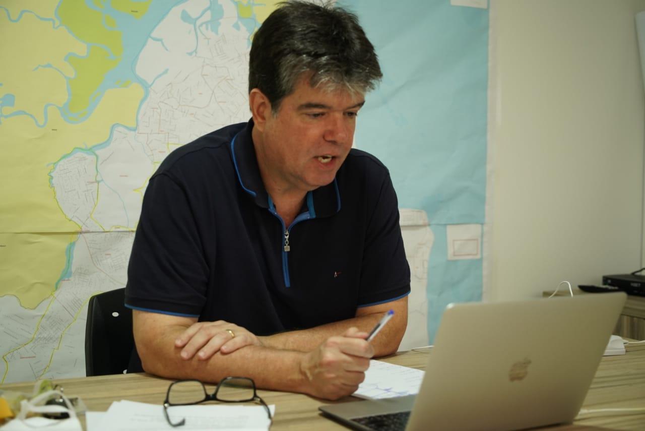 Ruy defende trabalho dos educadores físicos e abertura das academias