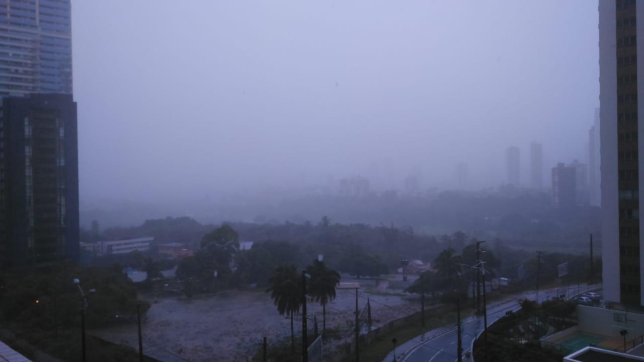 Inmet alerta para acúmulo de chuva em JP e mais 33 cidades da Paraíba