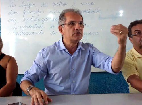 Prefeito de Araruna chama servidores comissionados de ingratos e pede defesa da gestão