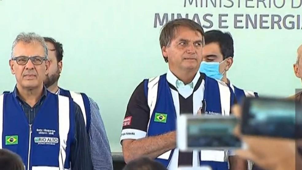 Bolsonaro rebate gasto com leite condensado com xingamento à imprensa