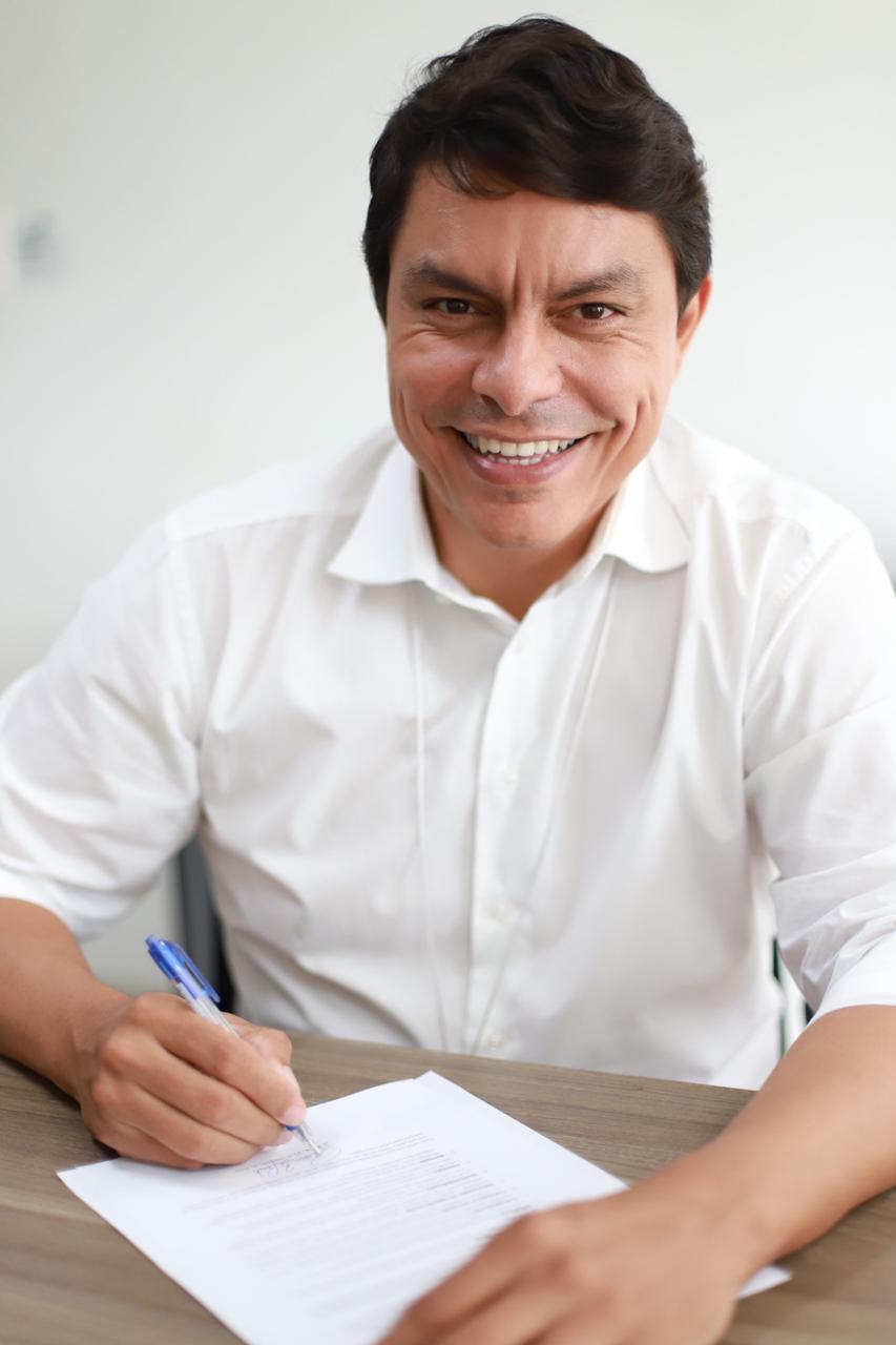 Raoni Mendes assume compromisso para criar clínica escola para autista
