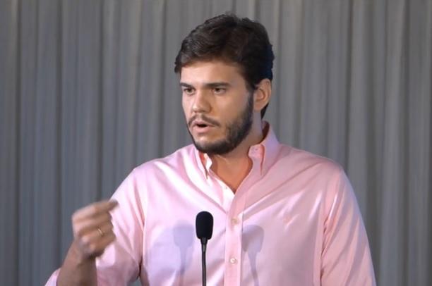 Vacinação em CG: Bruno Cunha Lima aciona justiça contra Tatiana Medeiros por calúnia