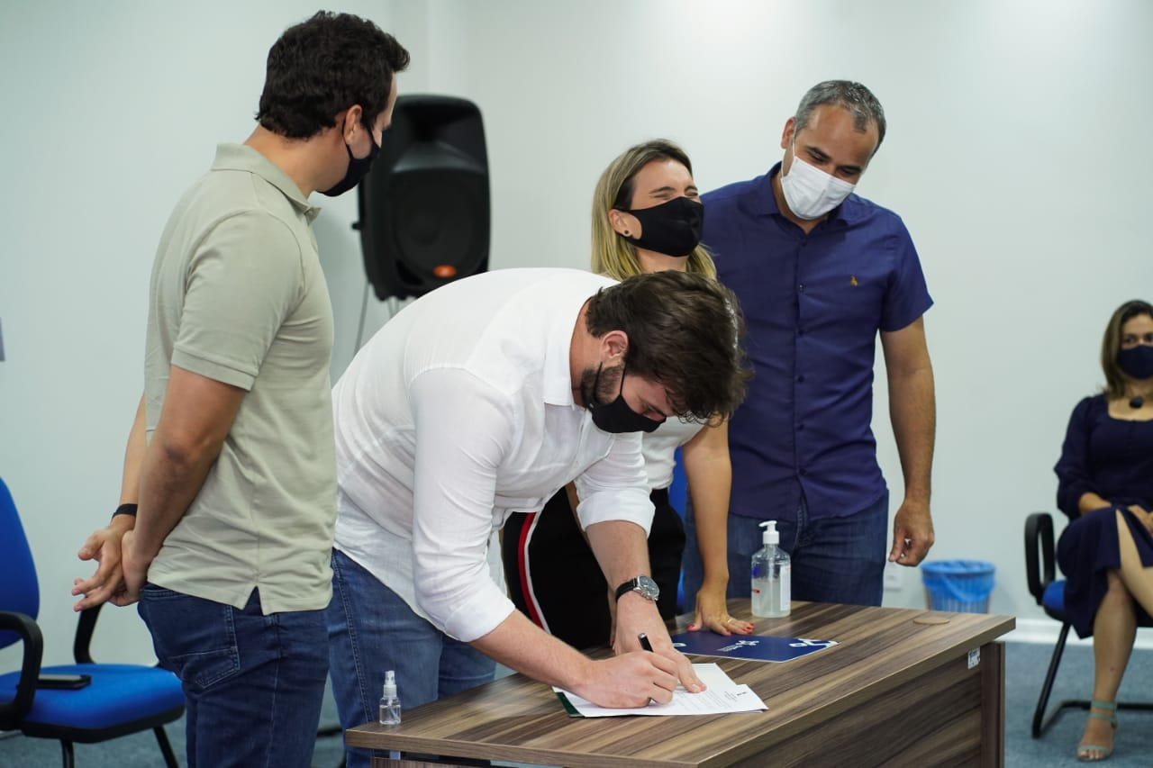 Bruno assina decreto de doação de terreno de 20 hectares para o Parque Tecnológico da Paraíba