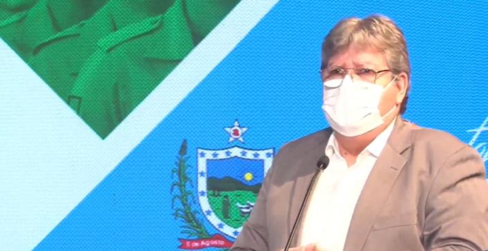 João Azevêdo pede à população que não abra mão do uso de máscaras