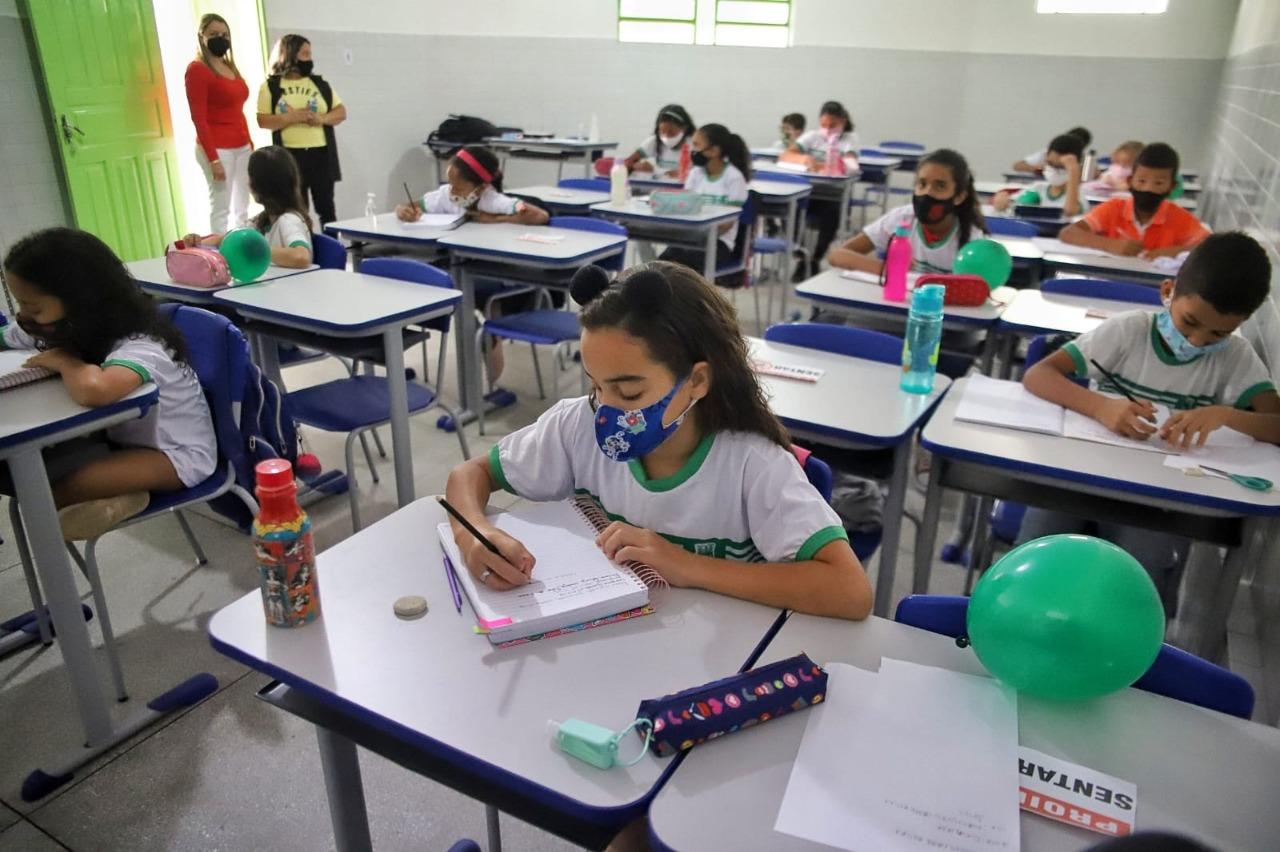 Escolas municipais de Campina Grande têm retorno tranquilo no primeiro dia de retomada do ensino presencial