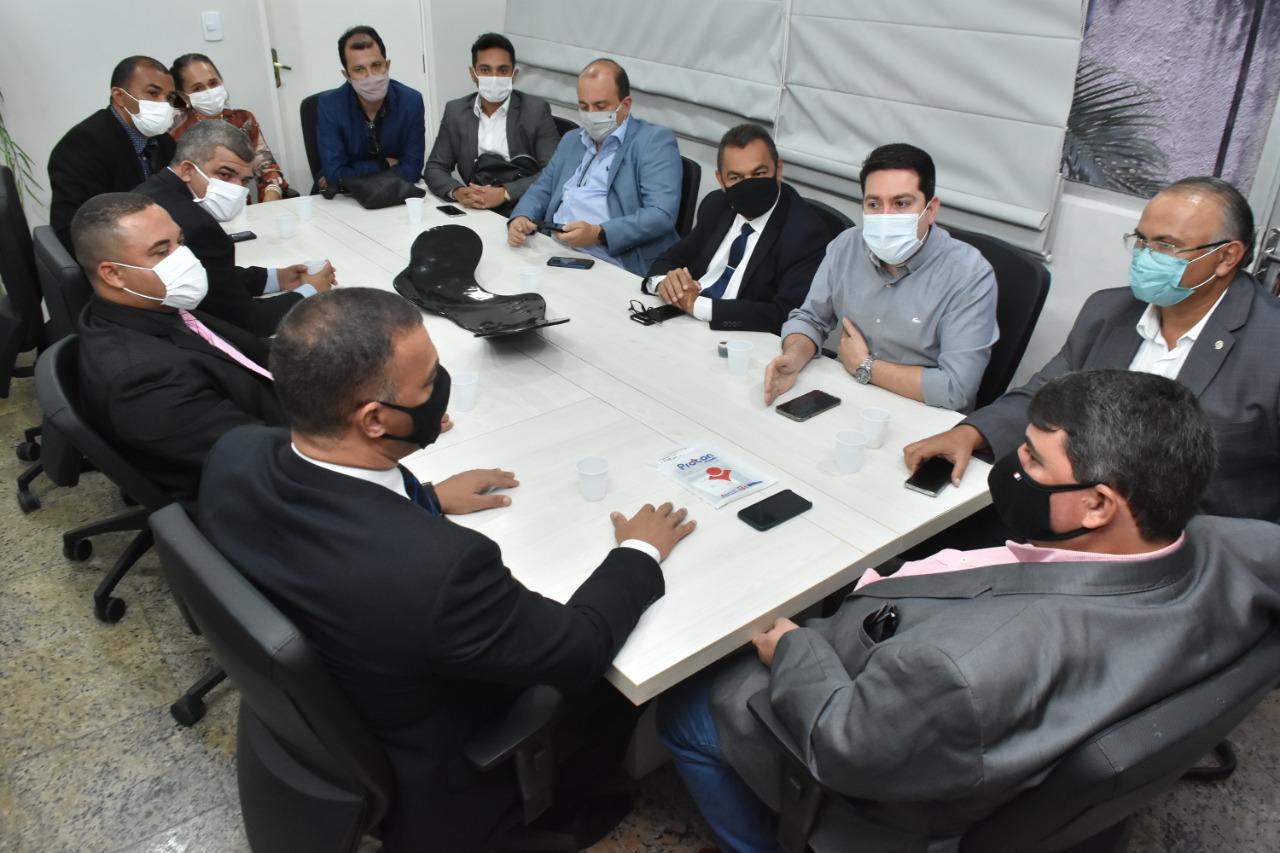 Ao lado de Felipe Leitão, prefeito e vereadores de Sapé fazem visita à Câmara de João Pessoa